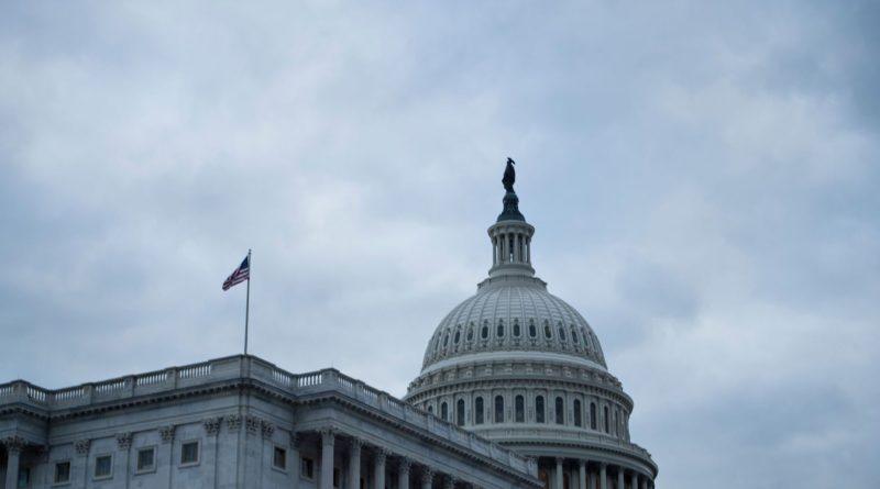 USA : ÉLECTION DE MI-MANDAT : Les Américains élisent un Congrès divisé, Trump crie victoire.